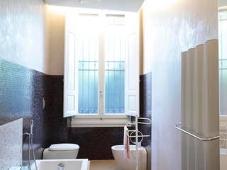 bagno: Bagno in stile in stile Moderno di Michele volpi -studio interior design
