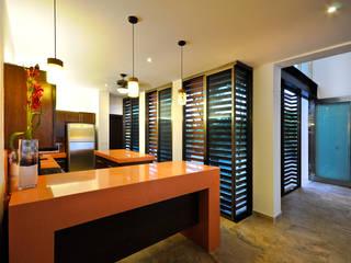 Modern Kitchen by LIZZIE VALENCIA arquitectura & diseño Modern