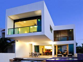 LIZZIE VALENCIA arquitectura & diseño Modern balcony, veranda & terrace