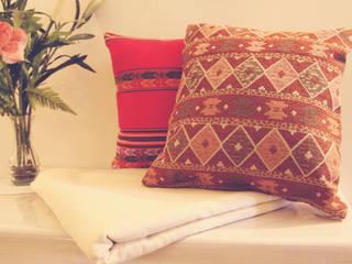 • Almohadones decorativos inspirados en lugares, la familia, los amigos, la música y la magia de cada hogar de Neyque Mediterráneo