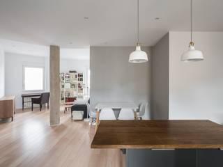 Minimalist dining room by LLIBERÓS SALVADOR Arquitectos Minimalist