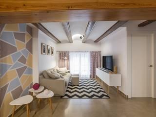 LLIBERÓS SALVADOR Arquitectos Salas de estar rústicas