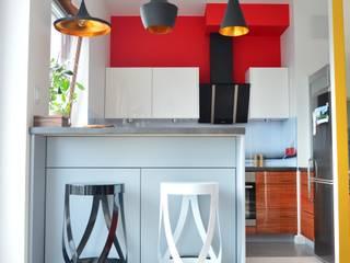 Nowoczesne mieszkanie singielki: styl , w kategorii Kuchnia zaprojektowany przez Tetate Projektowanie Wnętrz