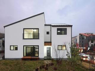 모던 심플한 스타일의 듀플렉스형 주택 [용인 상현동] 모던스타일 주택 by 윤성하우징 모던