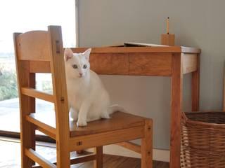 table and chair: WOOD STUDIO KUZE'Sが手掛けたです。,