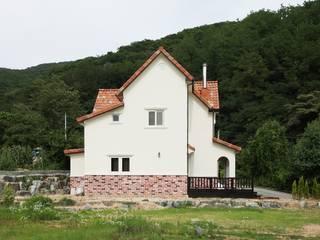 동화속 나만의 공간 [안성 미산리] 지중해스타일 주택 by 윤성하우징 지중해