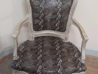 Chaufeuse Napoleon III recouverte d un tissus casal tissus sec:  de style  par Atelier Jeandesboz