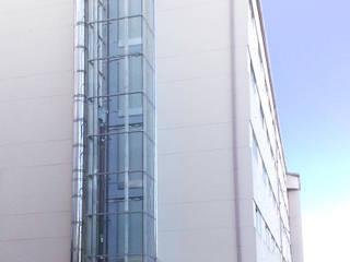 Instalación de ascensores en edificios residenciales Casas de estilo moderno de Ezcurra e Ouzande arquitectura Moderno