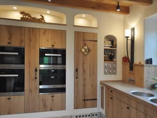 Landhausküche nach Maß: landhausstil Küche von Klocke Möbelwerkstätte GmbH