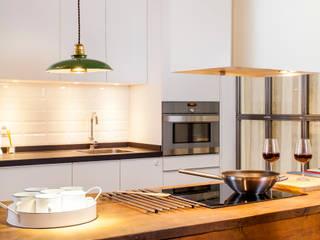 Cucina in stile in stile Rustico di The Sibarist Property & Homes