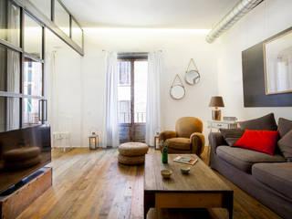 Soggiorno in stile in stile Rustico di The Sibarist Property & Homes