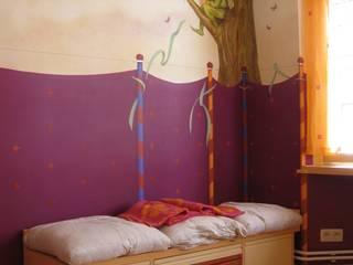 Décor peint pour une chambre de petite fille par Marianne De Wil Éclectique