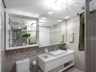 AP 15_Banho do Casal Banheiros modernos por América Arquitetura Moderno