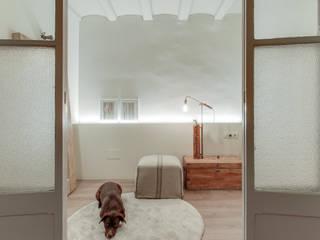 지중해스타일 드레싱 룸 by Lara Pujol | Interiorismo & Proyectos de diseño 지중해