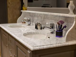 MEUBLE VASQUE DE STYLE de LCF DESIGN, MODELE VENDOME Salle de bain classique par MJ Home Classique