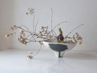 Flower Vase: Ricca OKANOが手掛けた現代のです。,モダン