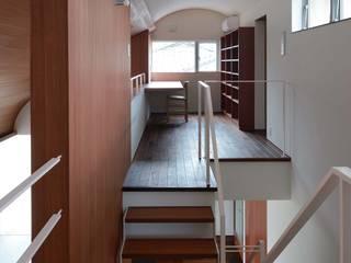 NIIHAMA House: 澤村昌彦建築設計事務所が手掛けた廊下 & 玄関です。,