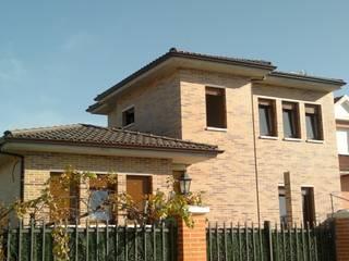 Vivienda unifamiliar en Tudela de Duero: Casas de estilo  de Cienfuegos y Martinez. Arquitectos