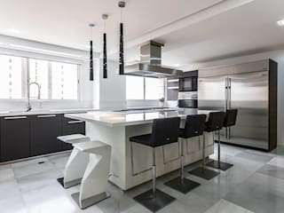 GRAND EUROPA Modern Kitchen by Design Group Latinamerica Modern