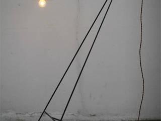 No.111 Floor Lamp フロアランプ: 木の生活道具MWC.WORKSHOPが手掛けたです。