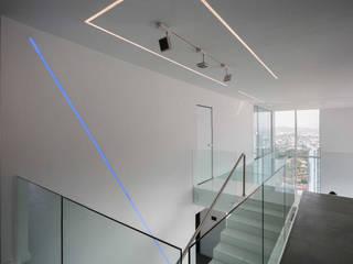 Design Group Latinamerica Modern Corridor, Hallway and Staircase