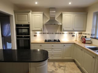 Traditional English Kitchen (with a bit of modern!) 根據 AD3 Design Limited 古典風
