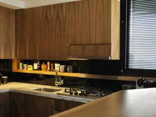 Modern kitchen by T + T Arquitectos Modern