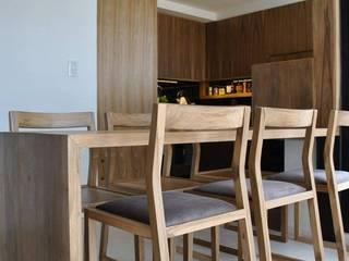 Sala da pranzo in stile  di T + T Arquitectos