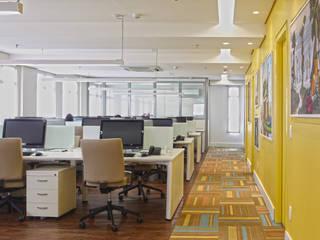 Salão funcionários: Espaços comerciais  por Orizam Arquitetura + Design