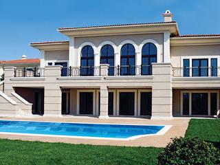 NGY Mimarlık – Pelican Hill ' de lüks malikane:  tarz Havuz,