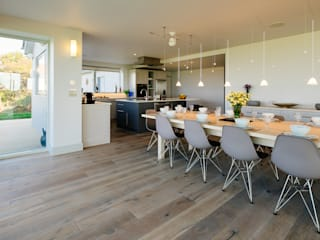 Pentyak, Harlyn Bay | Cornwall Modern dining room by Perfect Stays Modern