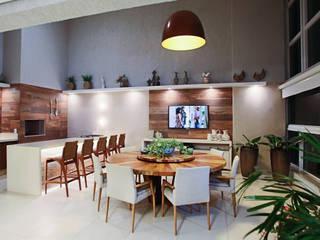 Varanda pé-direito duplo: Terraços  por Orizam Arquitetura + Design
