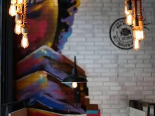 "Iluminacion ""The Burger Company"" de Flo´s Market Rústico"