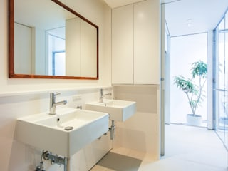 Salle de bains de style  par プラスアトリエ一級建築士事務所,