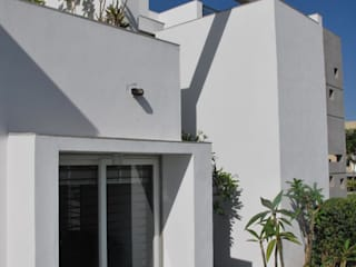 Mr. Ashwin's house Modern houses by Vipul Patel Architects Modern