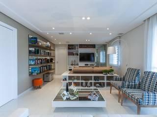 Salon moderne par Studio LK Arquitetura e Interiores Moderne