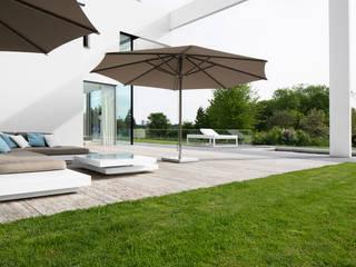 Balcon, Veranda & Terrasse minimalistes par Förstl Naturstein Minimaliste