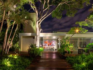 Modern houses by La Lampe Modern
