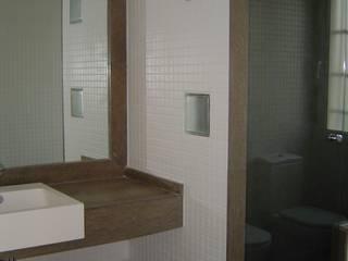 GALERÍA: Baños de estilo  por construcciones sur,