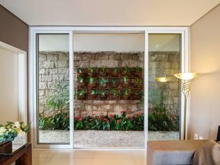 Casa, Condomínio Ibi Aram, Itupeva, São Paulo, Brasil: Terraços  por Larissa Carbone Arquitetura e Interiores