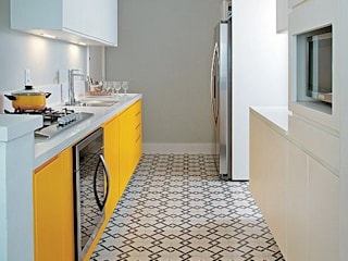 Modern kitchen by Ana Carpentieri Arquitetura Modern