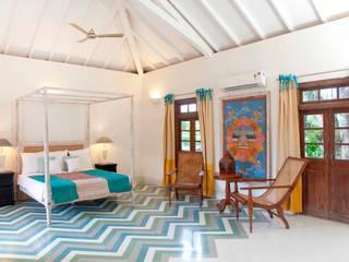 Villa Verde, Goa.:  Bedroom by Studio MoMo