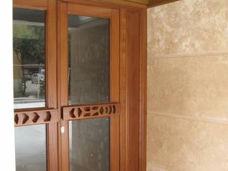 FORESTA CONDOMINIALE: Ingresso & Corridoio in stile  di CATERINA CAMEROTA ARCHITETTO