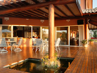 Silvia Cabrino Arquitetura e Interiores Rustikaler Balkon, Veranda & Terrasse