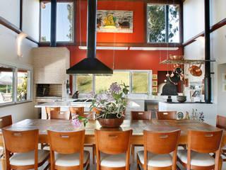 Comedores rústicos de Silvia Cabrino Arquitetura e Interiores Rústico