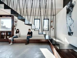 Corridor & hallway by toledano + architects,
