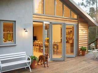 Bi-fold doors The Wood Window Alliance Moderne Fenster & Türen Holz Grau