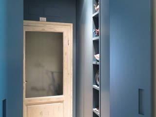 SAFFI VILLETTA: Ingresso & Corridoio in stile  di 02arch