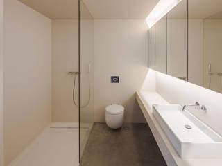 Refúgio na Montaria: Casas de banho  por Carvalho Araújo