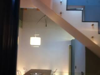 VILLA SULLE ALTURE DI GENOVA Sala da pranzo moderna di Studio Messori Moderno